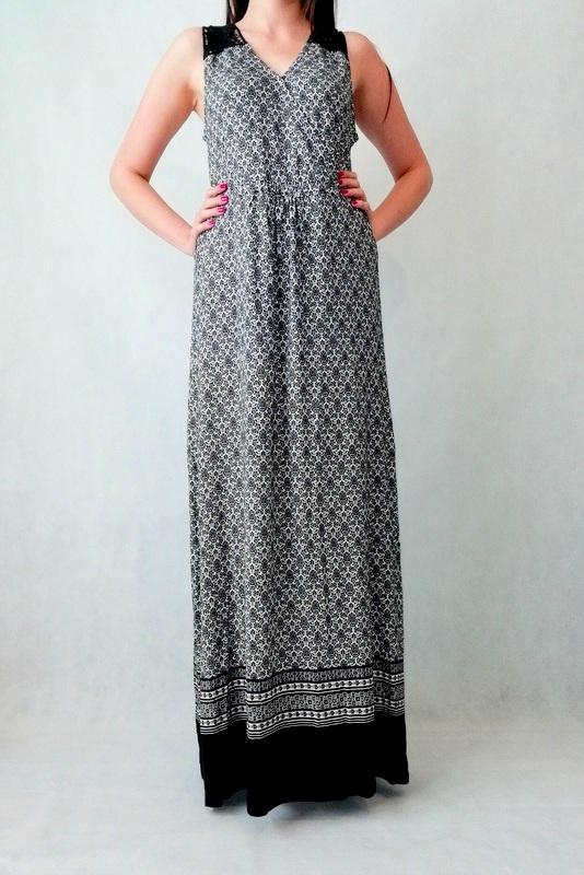 długa sukienka maxi z koronką na ramionach oraz łopatkach