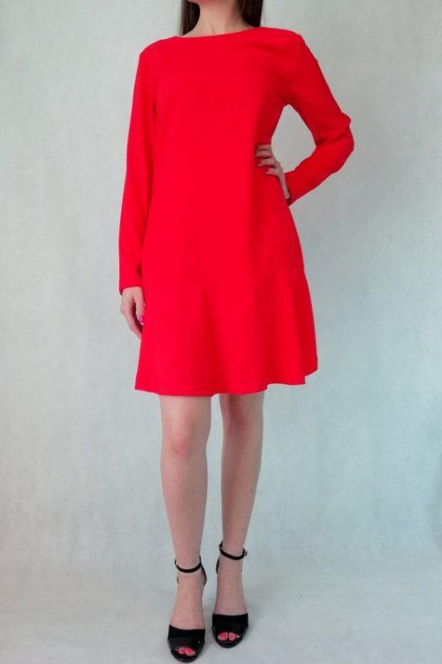 elegancka sukienka czerwona rozszerzana z długim rękawem