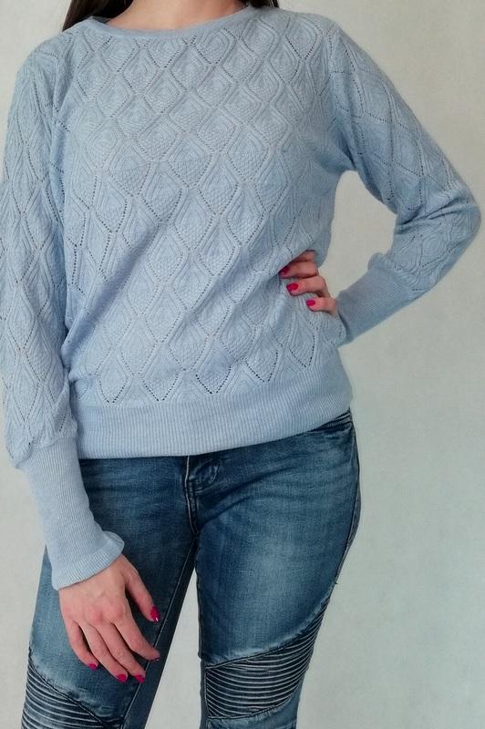 ażurowy sweter błękitny