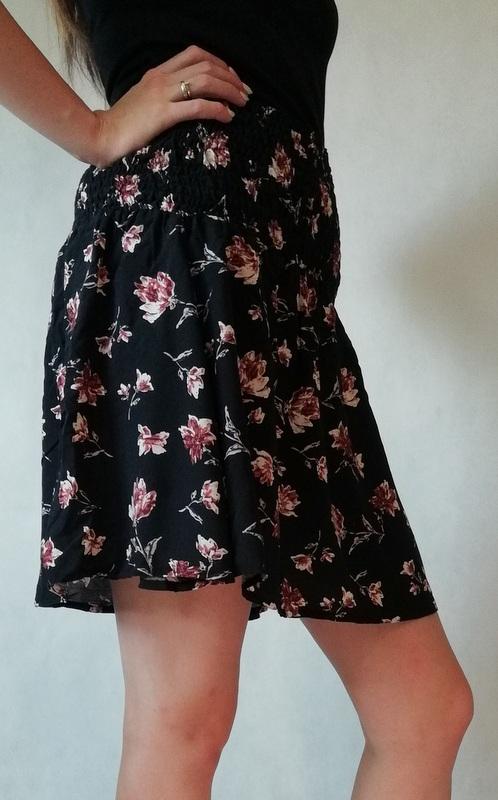 spódniczka mini rozszerzana w kwiatki