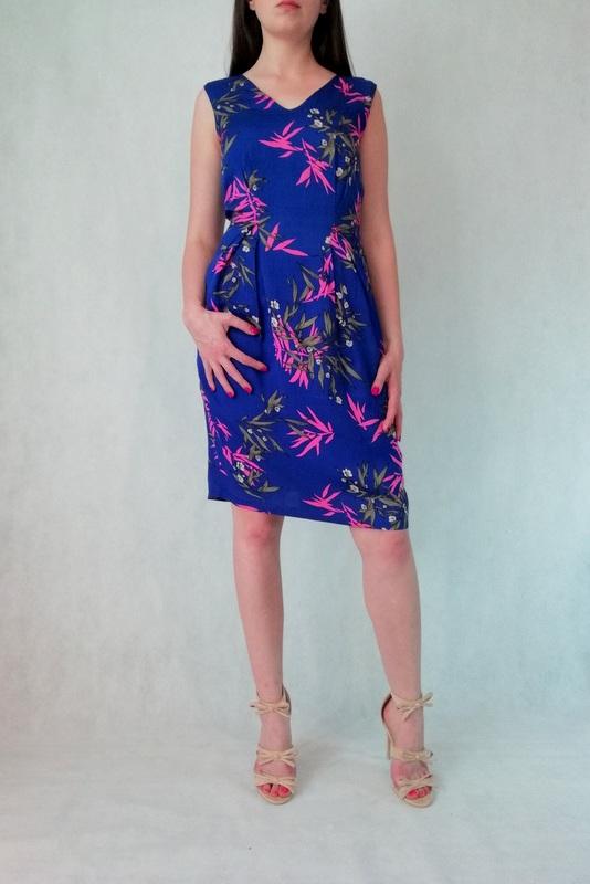 sukienka na ramiączkach niebieska w kwieciste wzory