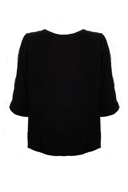 czarna bluzka o szerszym kroju