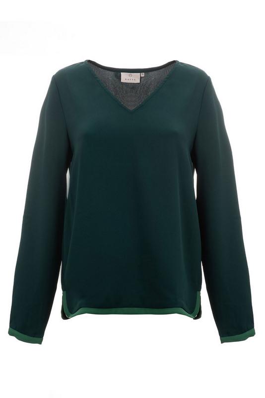bluzka luźna w kolorze butelkowej zieleni z guzikiem przy mankietach