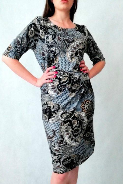 sukienka marszczona w pasie w ciemne wzory