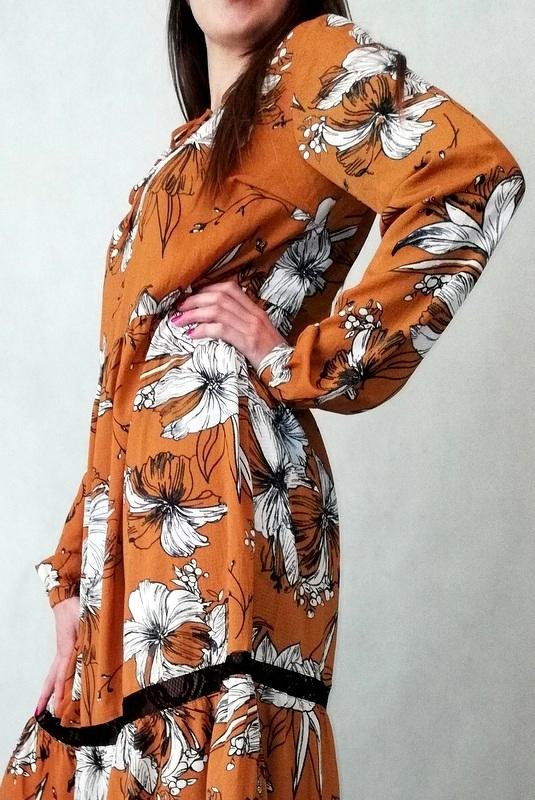 sukienka maxi brązowa w białe kwiaty