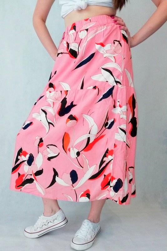 spódnica różowa do kostek w kwiaty