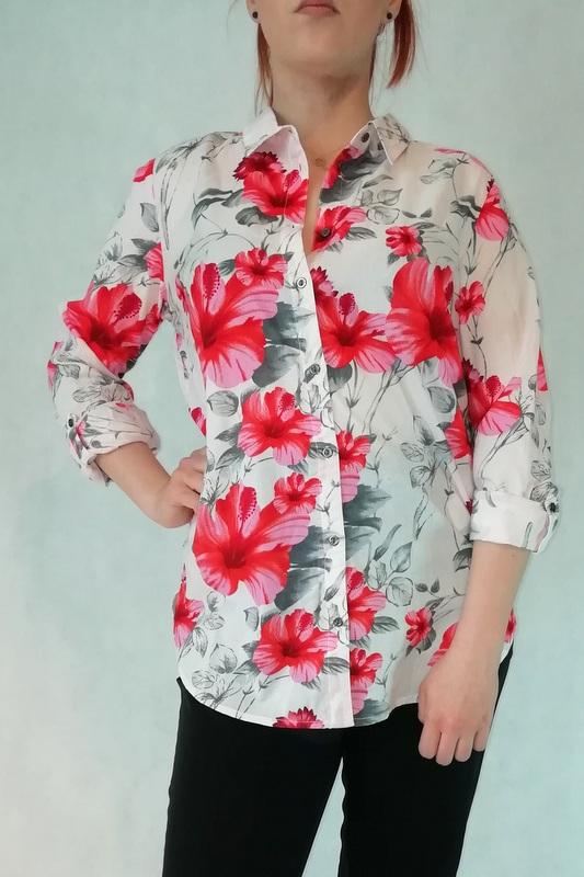 koszula ecru w czerwone kwiaty wykonana z bawełny