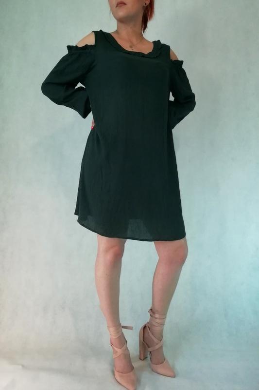 sukienka bez ramion z długim rękawem wykonana z wiskozy
