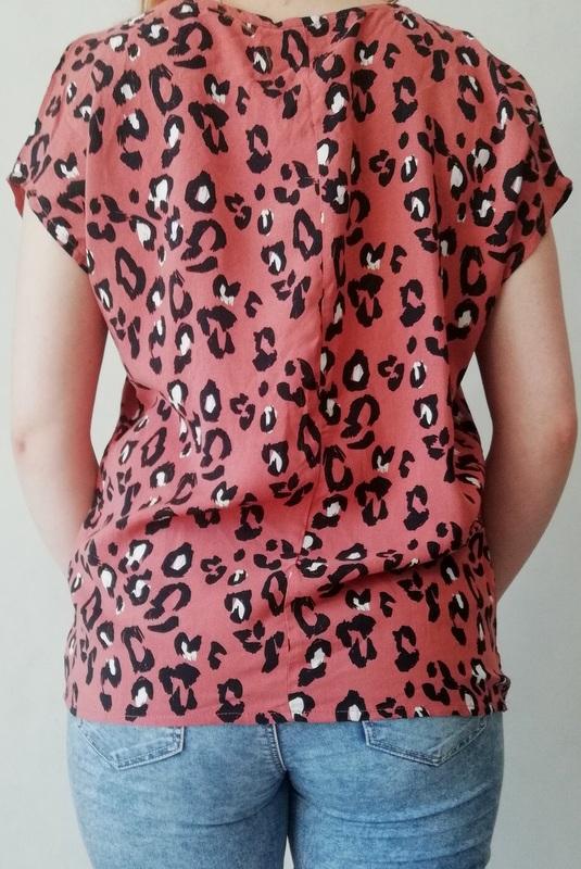 bluzka z krótkim rękawem we wzór z panterką
