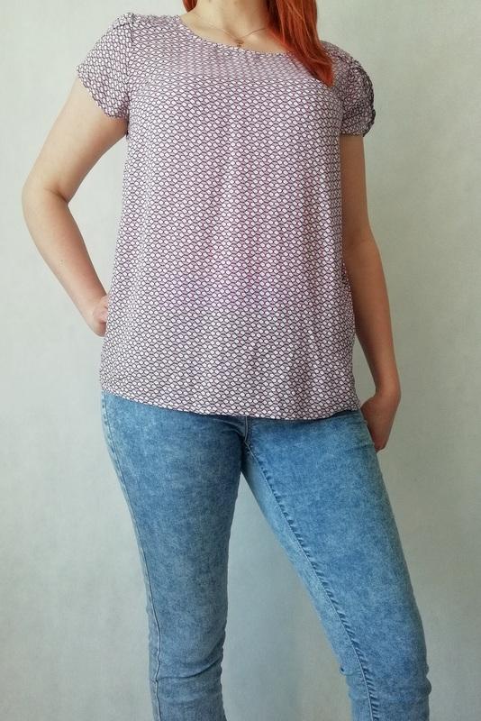 bluzka z drobne różowe wzory z krótkim rękawem