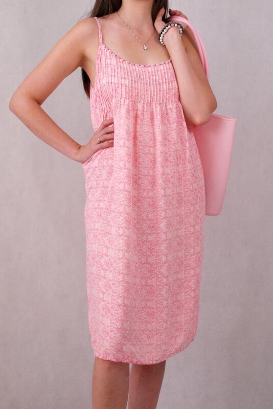 sukienka do kolan różowo biała na ramiączkach