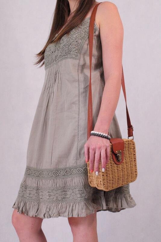 sukienka khaki na ramiączkach z koronką
