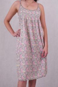 sukienka w kolorowe wzory na ramiączkach