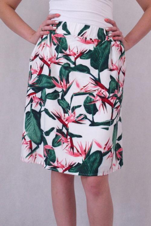 spódnica w zielone liście i różowe kwiaty