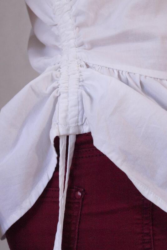 bluzka biała z baskinką i sznurkami po bokach