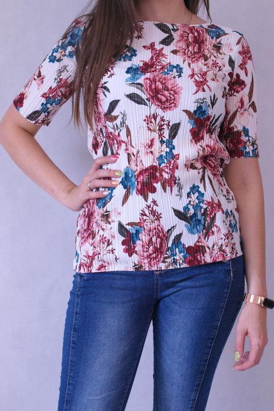 bluzka z krótkim rękawem plisowana w kolorowe kwiaty