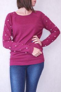 sweter z perełkami na rękawach bugrundowy